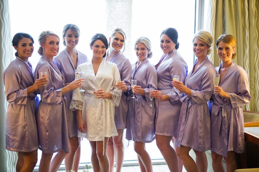 Robes personalizados são tendência para noivas e madrinhas